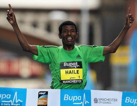 Хайле Гебреселассие победил в забеге на 10 км в Манчестере