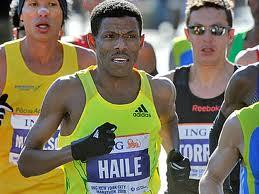 Хайле Гебреселассие выступил на полумарафоне, Генри Сагут выиграл марафон в Вене