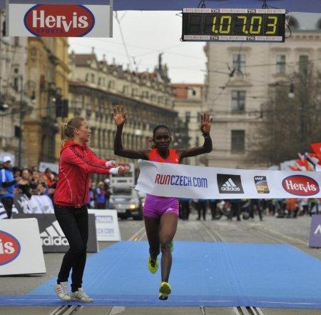 Ацеду Цегай показал третий результат в истории в полумарафоне-Прага 2012