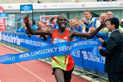 Уилсон Чебет и Месерет Хайлу победили на амстердамском марафоне