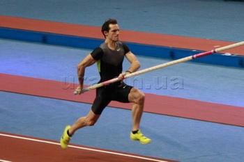 Олимпийский чемпион Рено Лавилленьи выиграл прыжкам с шестом «Звезды шеста»