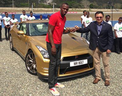 Болт получил персонализированный Nissan GT-R