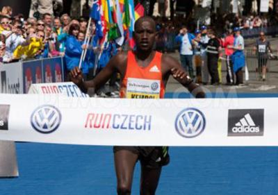 Николас Кембои и Кэролайн Ротич - победители марафона в Праге (Результаты)