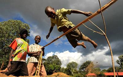 Прыжки в высоту по-кенийски - Видео
