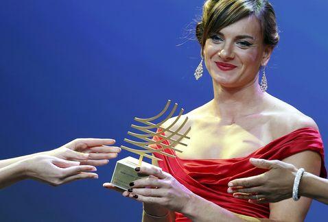 Елена Исинбаева получила награду IAAF