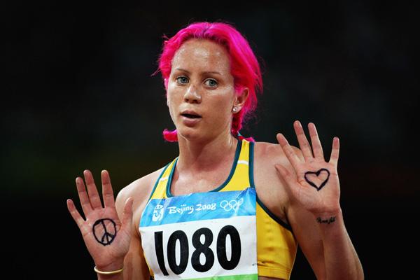 Виктория Митчелл продает место на своей лодыжке для татуировки логотипа спонсора