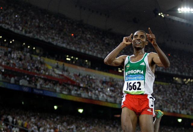 В воскресенье Кенениса Бекеле дебютирует в марафоне