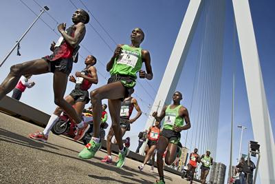 Оргкомитет Роттердамского марафона дисквалифицировал 129 участников