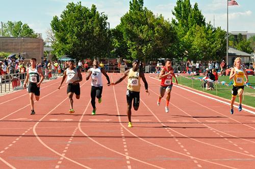 Американский студент пробежал 100 м за 9.77 + Видео