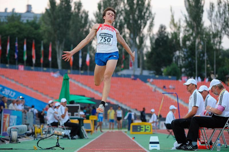 Анатолий Ряполов завоевал золото на юношеских Олимпийских играх в прыжках в длину