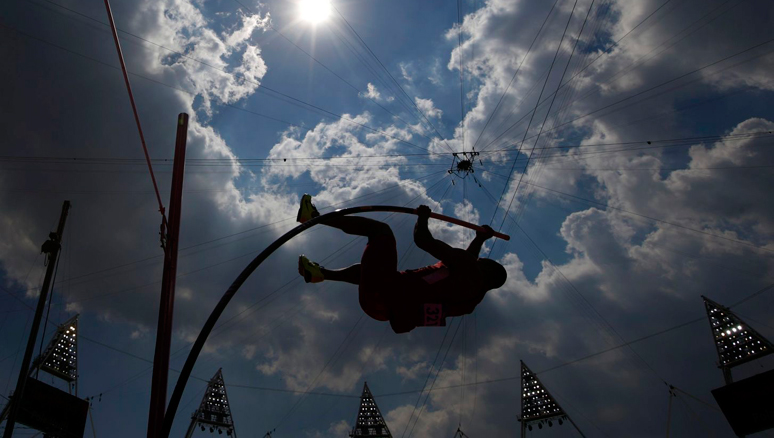 Владимир Щербаков завоевал серебро в прыжках с шестом на юношеских Олимпийских Играх