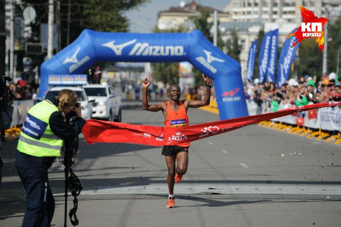 Кенийцы Джон Кьюи и Киметто Пьюрити выиграли XXV Сибирский международный марафон
