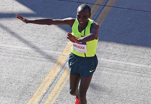 Элиуд Кипчоге и Рита Джепту стали победителями марафона в Чикаго