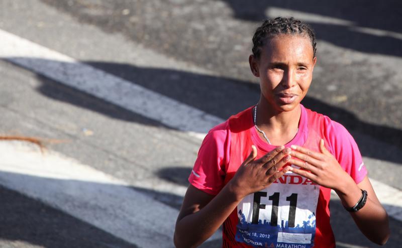 Фатума Садо Дерго и Гирмэй Бирхану Гебру стали победителями марафона в Пекине