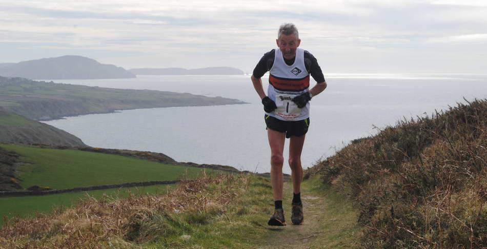 Британский экс-марафонец Рон Хилл пробегал не менее мили в день в течение 50 лет
