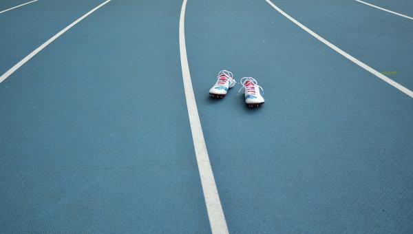 Кенийский бегун Амос Кибиток выиграл зимний чемпионат России в беге на 5000 метров