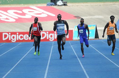 Усэйн Болт одержал первую победу в сезоне в забеге на 400 м на турнире в Кингстоне +Видео