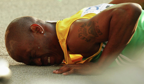 Лучший южноафриканский бегун-спринтер Саймон Магакве дисквалифицирован на два года