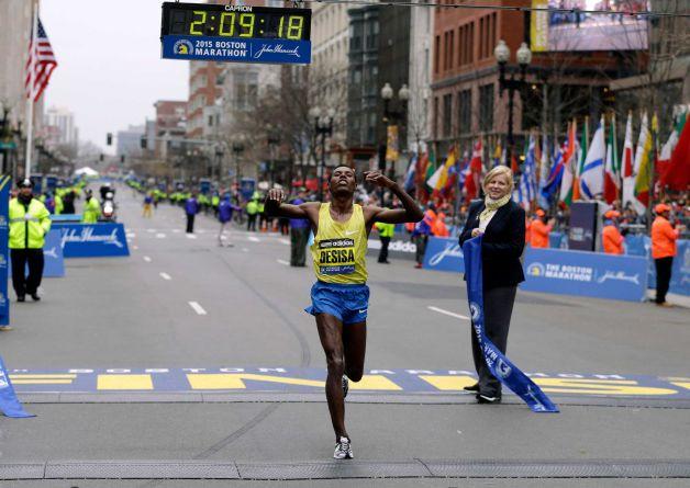 Лелиса Десиса и Каролин Ротич победители Бостонского марафона 2015 + Видео