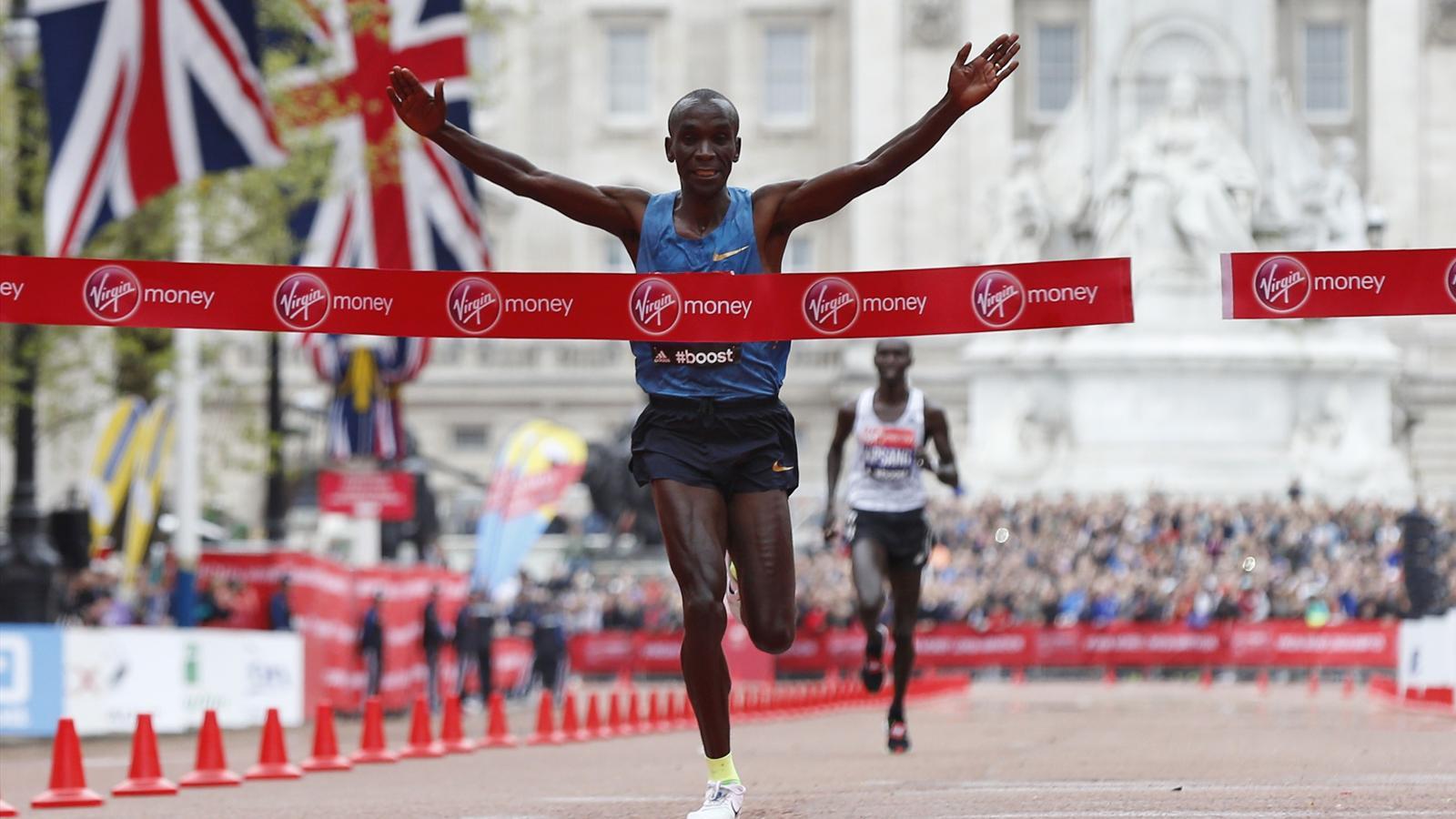 Элиуд Кипчоге и Тигуст Туфа победили на Лондонском марафоне
