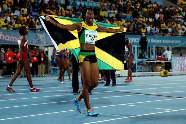 Женская сборная Ямайки победила на дистанции 4х100 метров на ЧМ по эстафетам +Видео