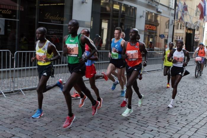 Кенийские бегуны победили в высокогорном полумарафоне в Ливиньо