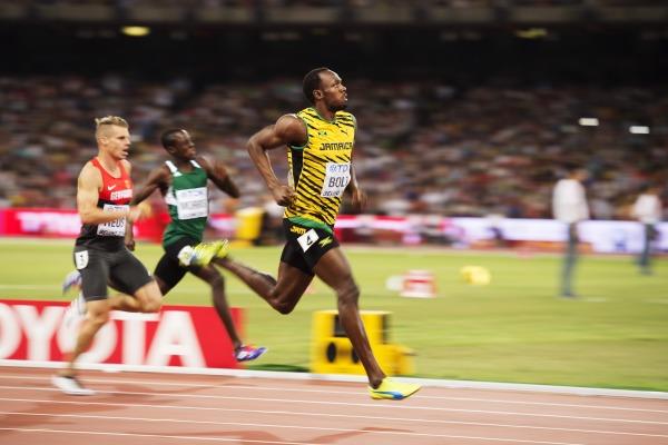 Усейн Болт вышел в финал 200-метровки с результатом 19,96 +Видео