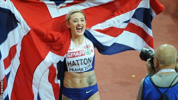 Люси Хаттон обратилась за финансовой помощью через интернет