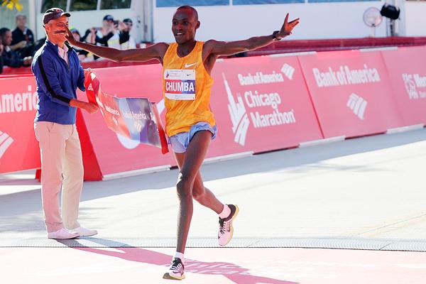 Диксон Чумба и Флоренс Киплагат одержали победы на марафоне в Чикаго