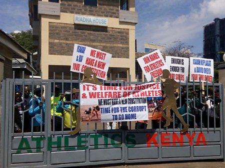 Кенийские легкоатлеты оставили офис местной федерации
