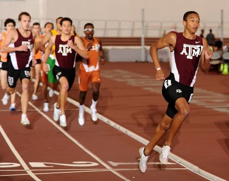 Восходящая звезда бега Донован Брейзер: 800 м в манеже из 1:46 в 18 лет. Видео.