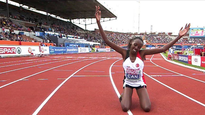 Ясемин Джан стала чемпионкой Европы в беге на 10000 м +Видео