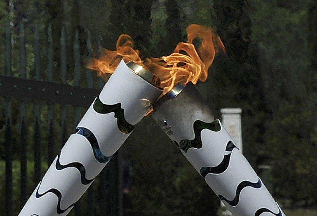 В Бразилии неизвестный пытался похитить факел с олимпийским огнем Рио-2016 +Видео