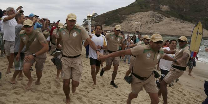 Этафета олимпийского огня была встречена в столице Бразилии акциями протеста