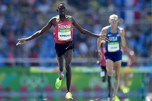 Кениец Консеслус Кипрут выиграл 3000 м с препятствиями с олимпийским рекордом