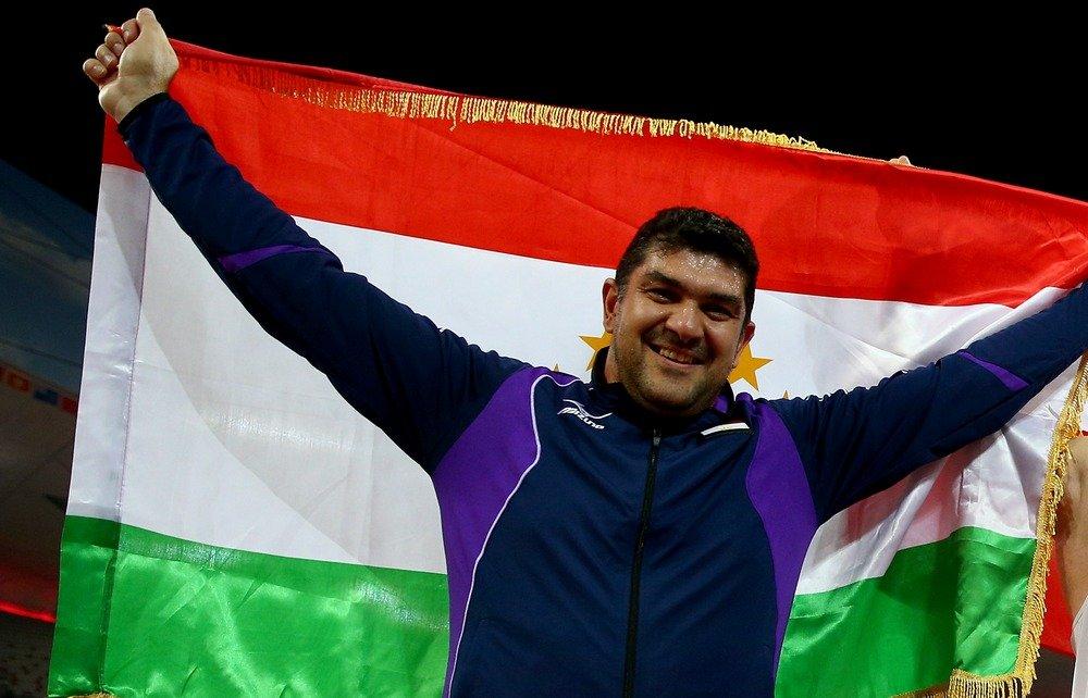 Метатель молота из Таджикистана Дильшод Назаров завоевал золото Олимпийских игр в Рио