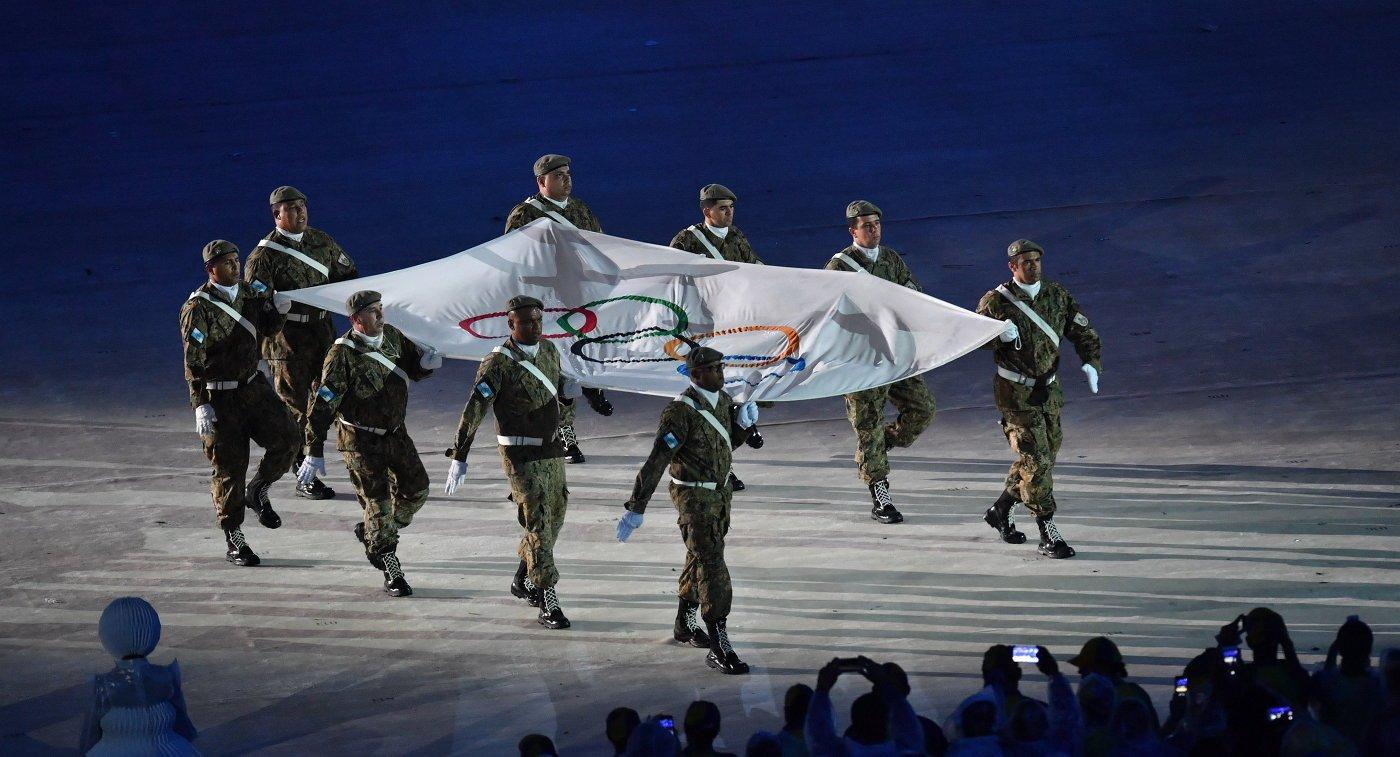 Флаг МОК передан хозяину ОИ-2020 Токио на закрытии Олимпиады в Рио