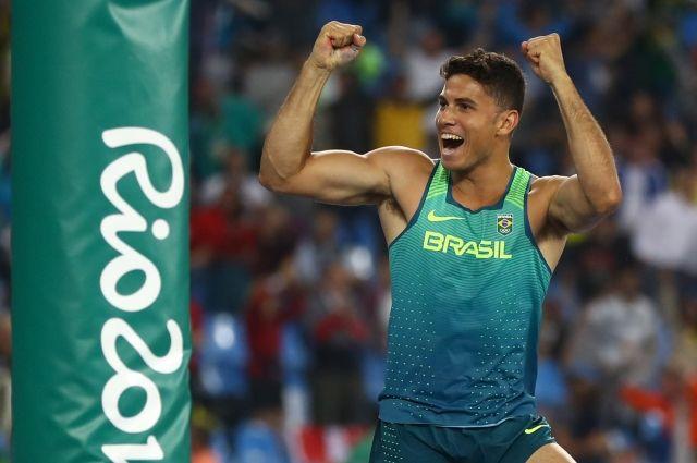 Олимпийский чемпион по прыжкам с шестом да Силва получил 1 кг золота за победу на Играх