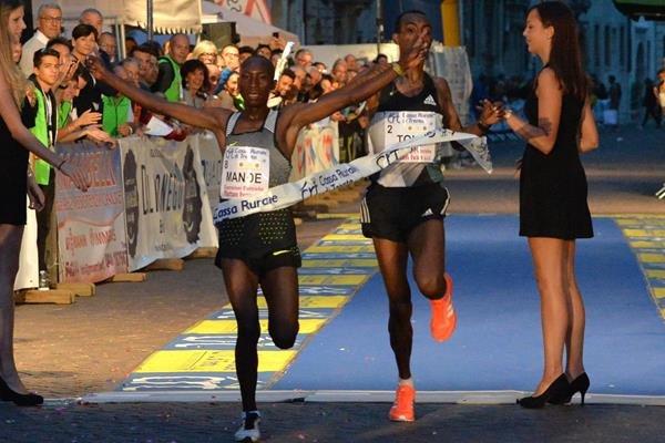 Абдалла Манде выиграл 10-километровый пробег в Италии +Видео
