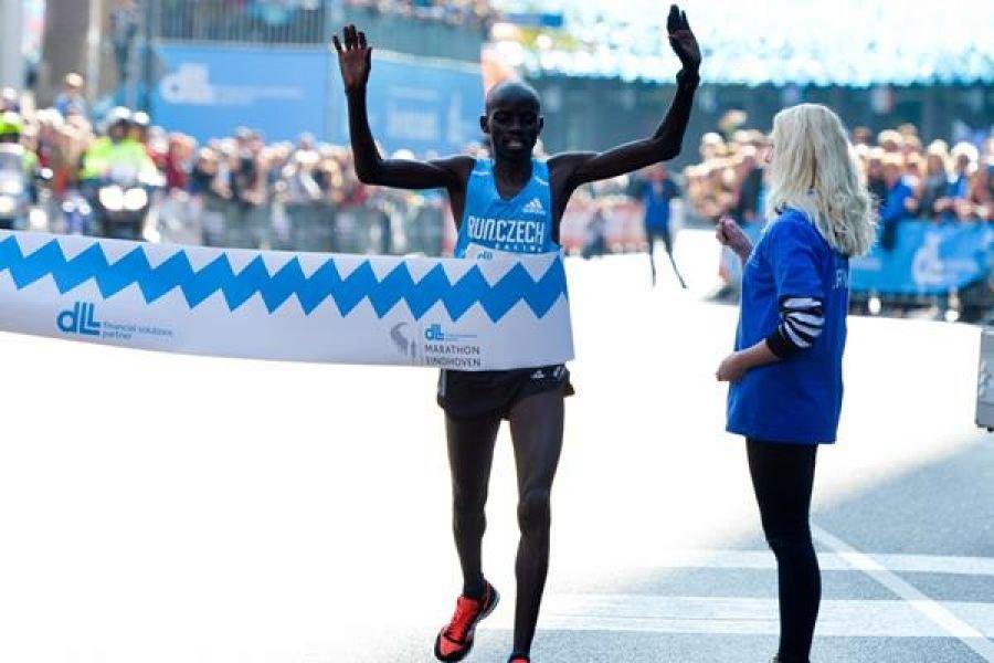 Пейсмейкер выиграл марафон в Эйндховене +Видео