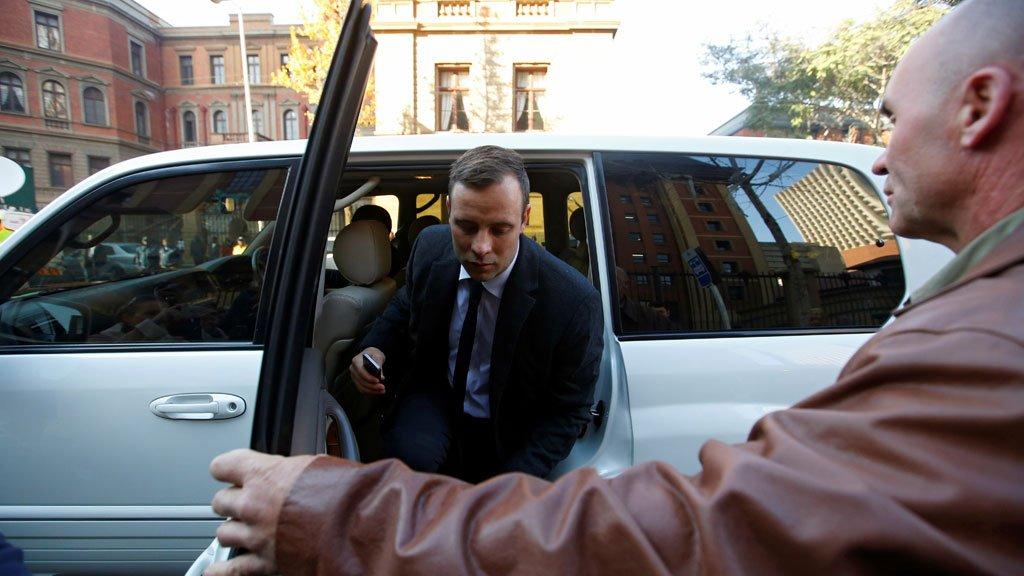 Оскара Писториуса отпустили из тюрьмы на похороны бабушки