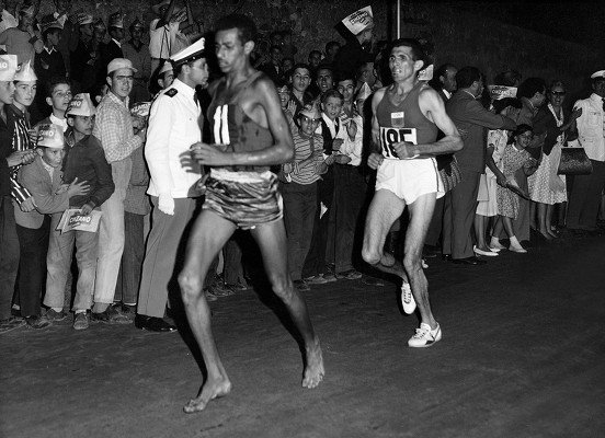 Как Абебе Бикила выиграл олимпийский марафон в Риме без обуви? +Видео