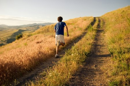 Как улучшить беговые показатели при помощи бега в гору