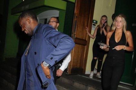 Усэйн Болт в «потрепанном» виде покидал ночной клуб в Лондоне