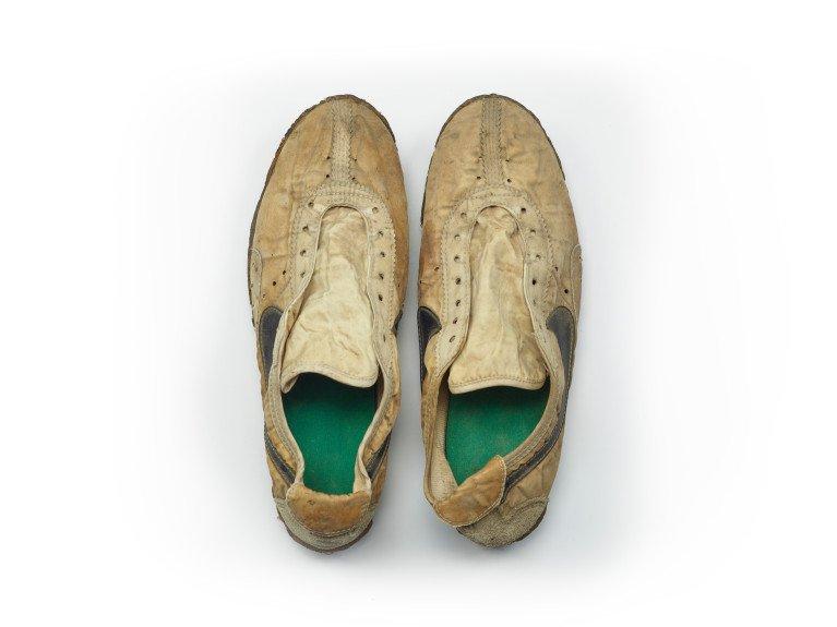 Старые кроссовки Nike продали более, чем за $10000