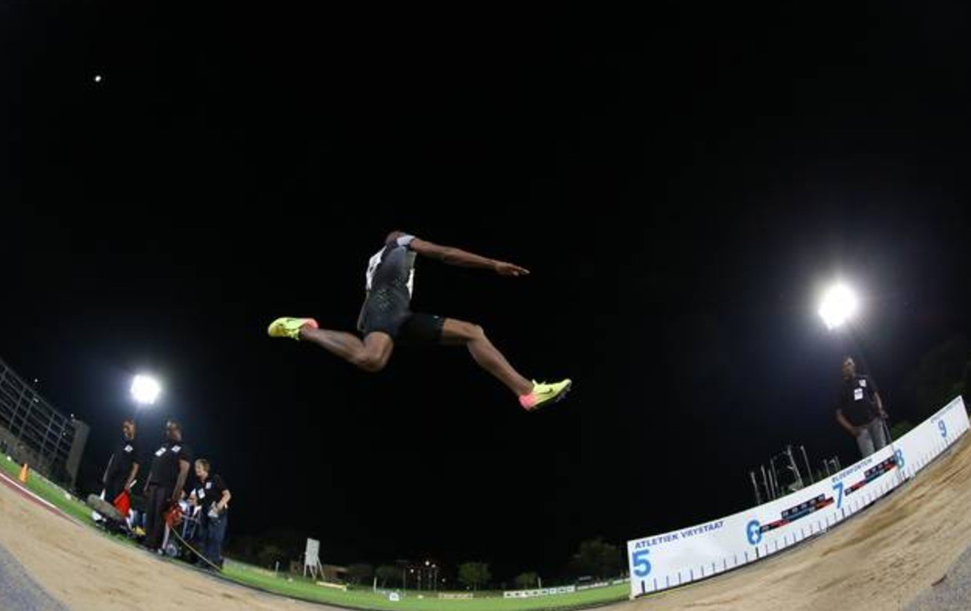 Луво Маньонга ценой травмы побил рекорд Африки в прыжках в длину +Видео