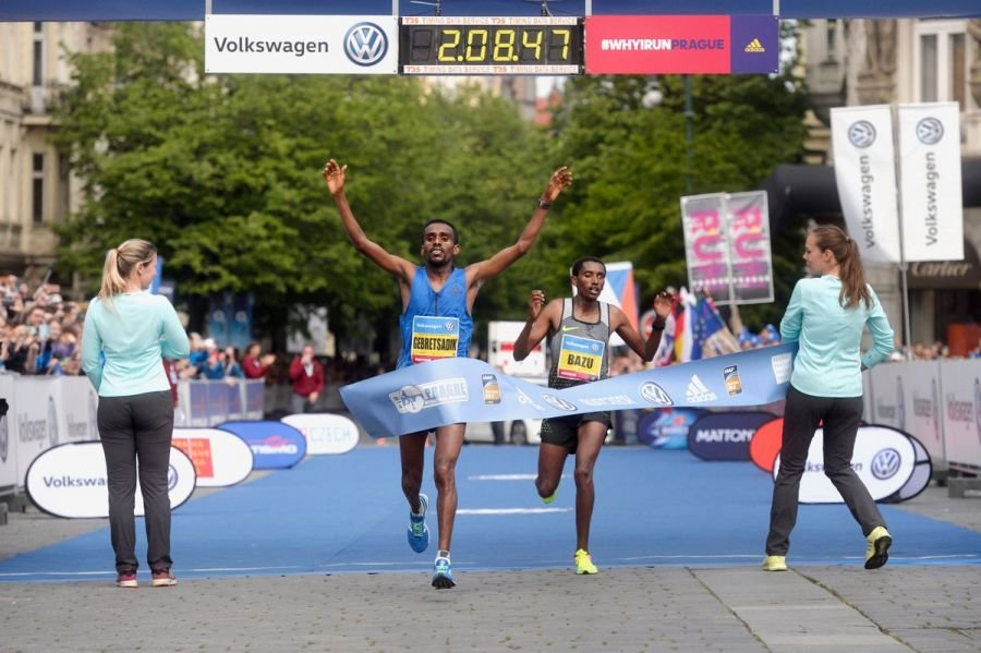 Валари Айябей и Гебретсадик Абраха - победители Пражского марафона